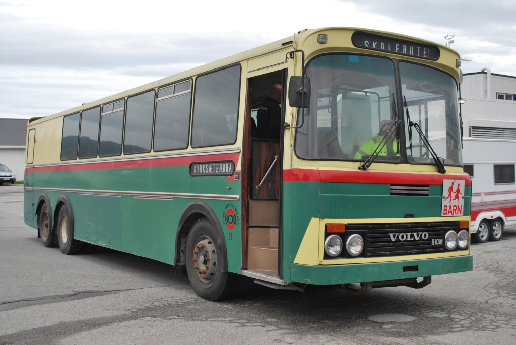 VE20669 Volvo B10M Vest 1980, HOB36. Bussen ble levert ny til Hemne Orkladal Billag i 1980, og ble satt inn som postbuss/rutebuss mellom Kyrksæterøra og Trondheim. Da Postverket overtok postkjøringen med egne biler på 90-tallet, ble bussen brukt på lokalruter i Hemne. I 2004 ble den tatt ut av trafikk og satt til side for bevaring. Tidligere HOB-sjåfører har holdt bussen i stand inntil RHF Trøndelag overtok den i 2014.